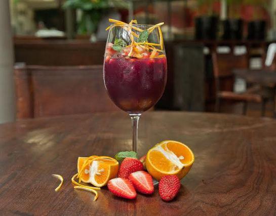 Sangria, suco de uva, suco de laranja e menos açúcar (veja receita)