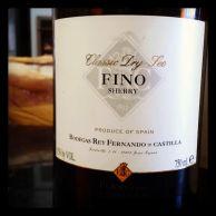 Fernando de Castilla Fino, um jerez jovem e bem seco, quase salgado. É delicioso como aperitivo. Adoro tomá-lo com presunto cru ou com peixes defumados. Custa R$ 81 na Casa Flora.