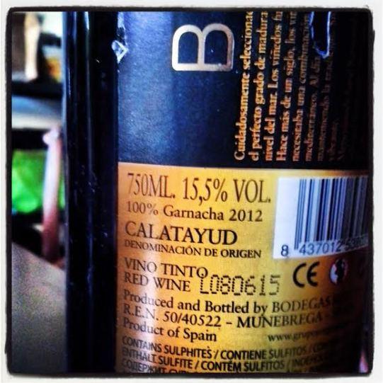 O grau alcóolico varia muito, mas no geral os vinhos são mais alcoólicos que as cervejas